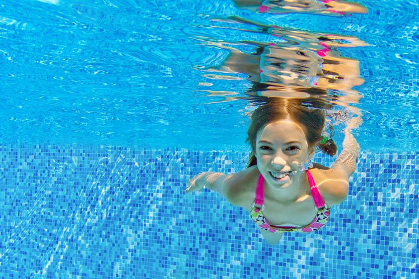 5 ways to protect kid hair from chlorine pool craft inc - Protection from chlorine in swimming pool ...